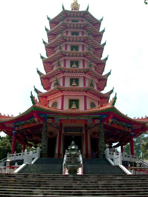 vihara  pagoda watugong semarang catatan harian keong