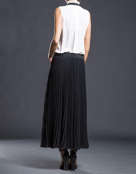 black pleated skirt roberto verino