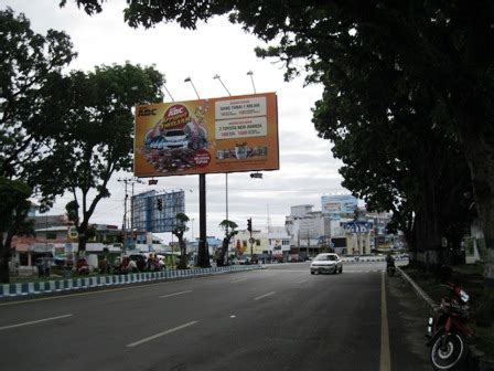 Lu Sorot Papan Reklame tertibkan papan iklan di jalan bengkuluekspress