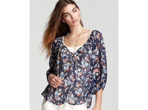 Blouse Wanita Navy Printed joie blouse corbelle patriot floral printed in blue lyst