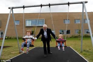 pushing a swing jeremy corbyn hoping for swing in polls as he caigns