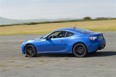 subaru sports car brz 2015 2016 subaru brz sports car gets lower price more equipment