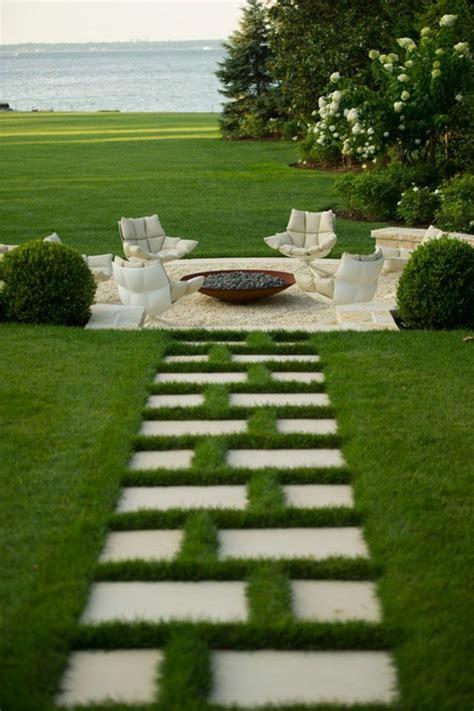 Incroyable Idee De Jardin Pas Cher #3: 0-allee-gravier-pelouse-verte-gravier-allée-pelouse-verte-meubles-de-jardin-faire-une-allée-de-jardin.jpg
