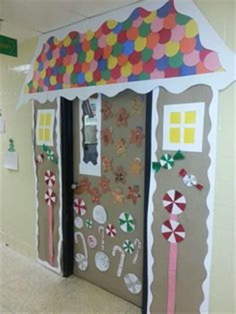 gingrbread house on school door classroom door gingerbread houses and gingerbread on