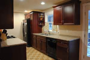 crown molding for kitchen cabinet tops crown molding on top of kitchen cabinets on 620x465