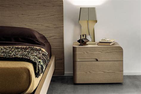 comodino in legno comodino in legno finest in metallo e legno brixton