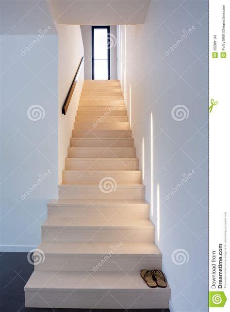 sichtbetontreppe innen escaleras de madera interiores foto de archivo imagen