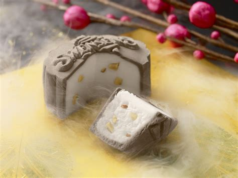 stunning mooncakes   worth  calorie