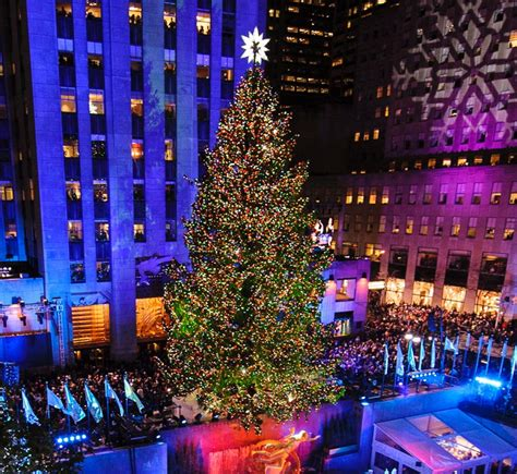 when do they light up the christmas tree in nyc