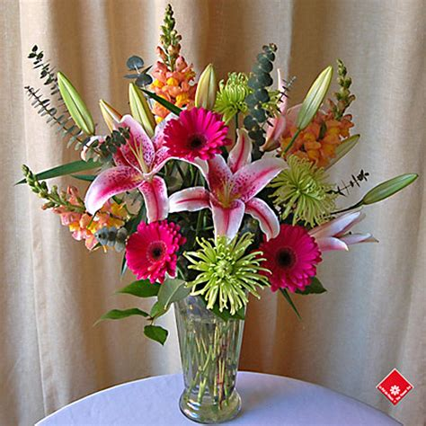 Flowers With Vase Free Delivery by Flowers In A Vase From Your Montreal Florist 183 The Flower Pot