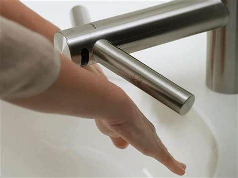 Dyson Airblade Meme - le robinet dyson airblade tap lave et s 232 che les mains en
