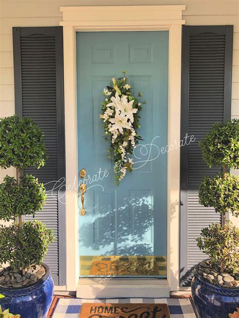 decorate  front door   swag celebrate decorate