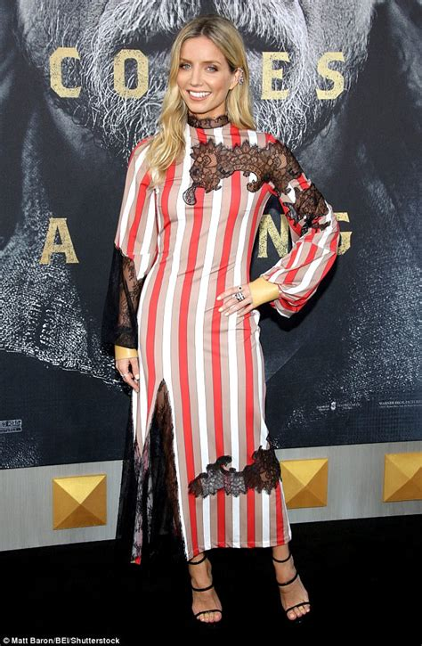 poppy delevingne annabelle wallis at king arthur premiere daily mail