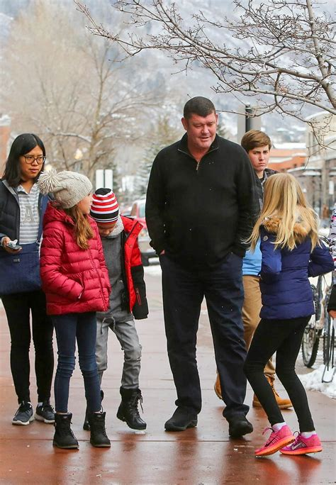 James Packer Takes His  Ee  Kids Ee   To Starrs Movie Sandra Rose