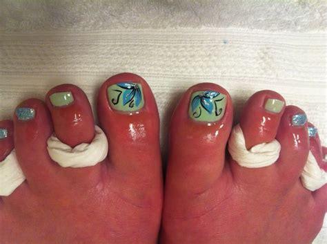 Flower Toe Nail Designs
