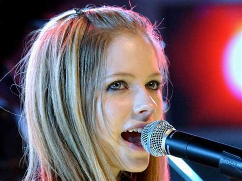 hollywood avril lavigne profile pictures and wallpapers