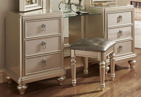 Dresser Vanity Bedroom by Vanity Dresser W Stool Dressers Bedroom