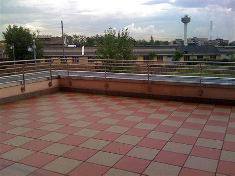 posa pavimenti esterni foto posa pavimenti esterni de e c costruzioni 147469