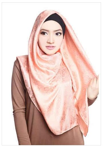 Jilbab Segi Empat Kain Satin contoh model modern satin segi empat motif floral