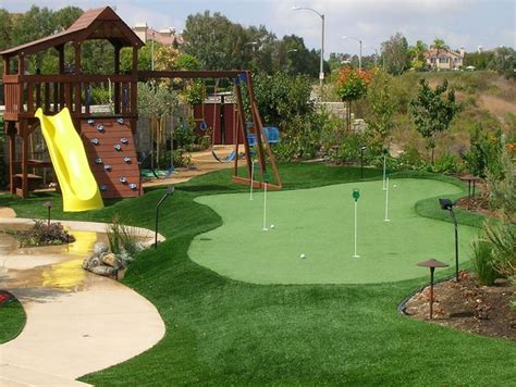 artificial backyard putting green best 25 artificial putting green ideas on pinterest