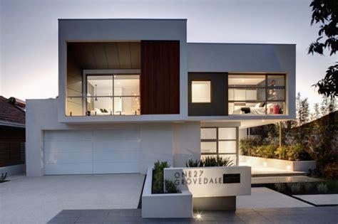 Modern Rectangular Shaped House Boasting an Elegantly