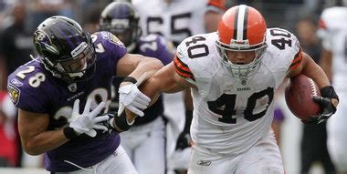 peyton hillis bench press time to reassess nfl stereotypes t d under review
