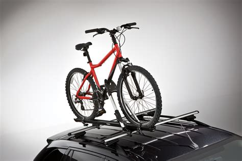Bike Rack Lincoln by Racks And Carriers By Thule Upright Bike Carrier The