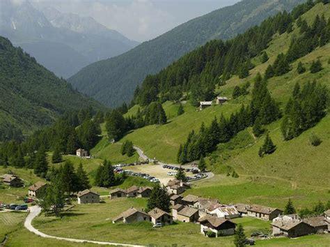 Qui Ubi Valle Camonica by Valcamonica Raccolta Di Firmeper Il Sogno Dell Autonomia