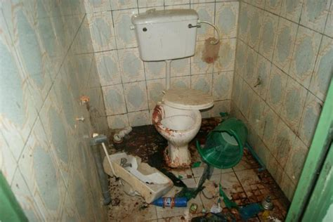 kids having sex in bathroom lamolinara le foto della casa della morte