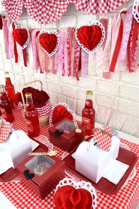 loving  table settings   valentine day picnic