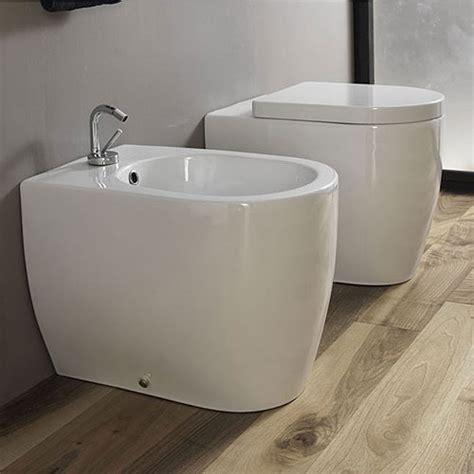 sanitari bagni sanitari bagno a terra pavimento wc e bidet in coppia
