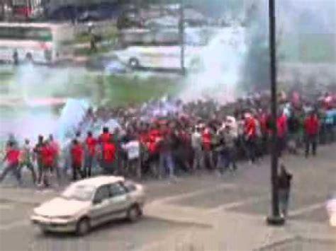 cholos peleando youtube peleas callejeras peleas de bandas callejeras espectacular