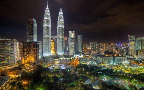 wallpaper design kuala lumpur kuala lumpur panoramic view petronas towers malaysia
