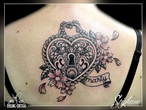 meaning of cadenas tatouage coeur sur le dos en forme de cadenas https