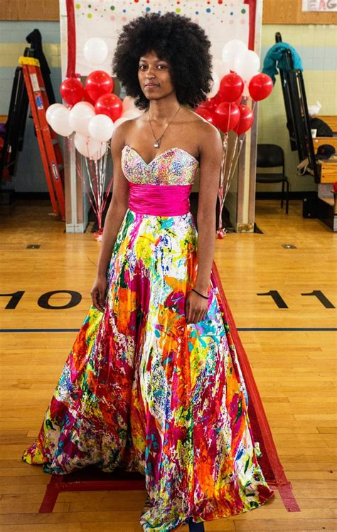Prom Giveaway 2017 - annual dress giveaway fuels hundreds of city girls prom dreams ny daily news