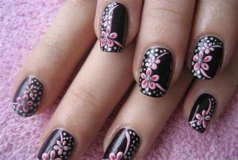 imágenes de uñas negras decoradas unas de acrilico decoradas para un vestido de flores