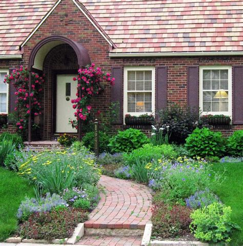 Cottage Landscaping Ideas For Front Yard by Front Yard Cottage Garden Cabot Climbing Roses Lori