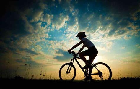 Sepeda Yang Ada Keranjang Nya pesepeda gunung selamatkan dirinya sendiri berkat