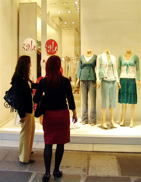 Window Shopping live in city window shopping