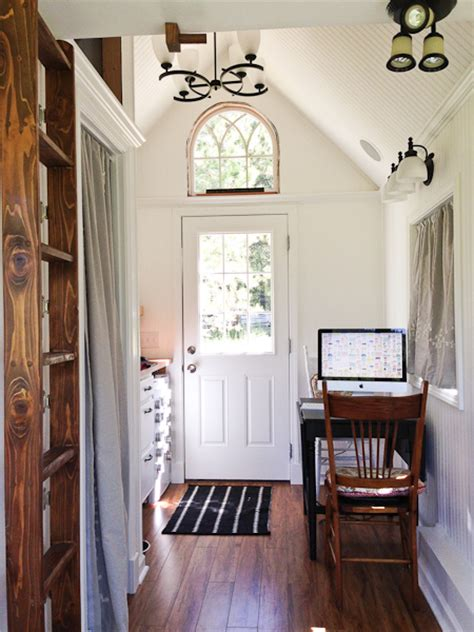 Tiny Home Decor | gling tiny house interior would you live here