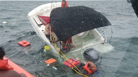 sinking boat florida coast guard rescues 9 people from sinking boat off