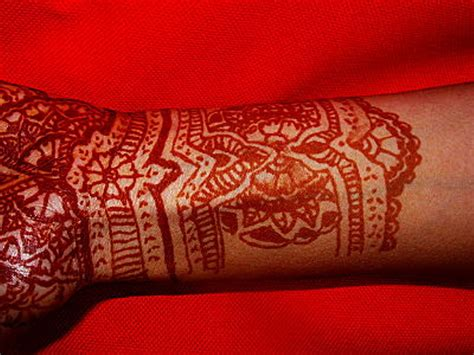 red henna tattoo 43 henna wrist tattoos design