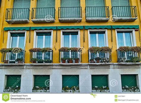 apartamento italiano estilo italiano moderno do pr 233 dio de apartamentos foto de