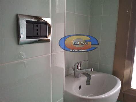 Good Progetti Bagno Piccolo #1: bagno-piccolo-con-nicchia-lavabo-doccia_254344.jpg
