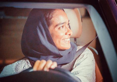 di donne al volante arabia saudita finisce il divieto da oggi donne al