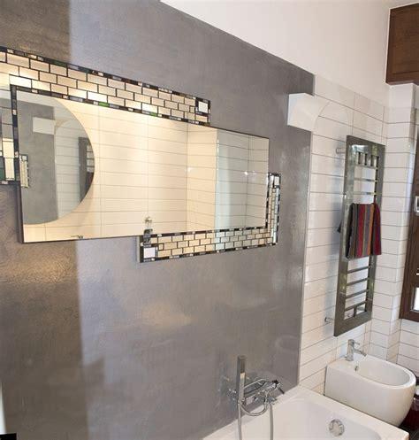 pareti doccia in resina parete in resina realizzata in un bagno