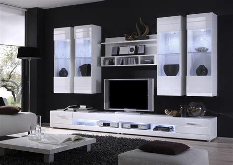 wohnzimmermöbel im kolonialstil graue wandfarbe wirkung