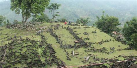 Situs Gunung Padang Misteri Dan Arkeologi benarkah situs gunung padang dibangun dengan batu dari ciukir kompas