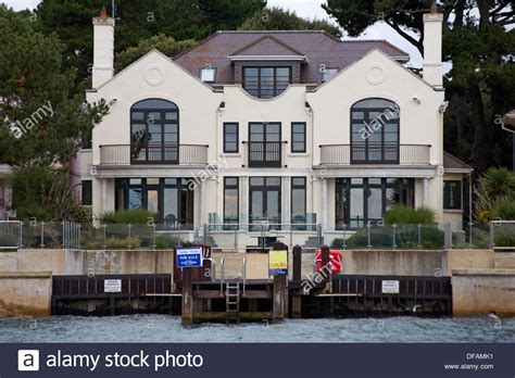 Luxurious Waterfront Property For Sale At Sandbanks Poole Luxury Homes Dorset