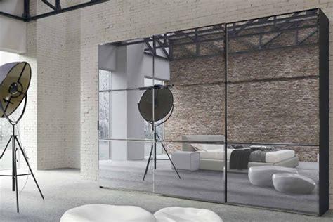 armadi con ante a specchio come scegliere gli armadi con ante in vetro o a specchio